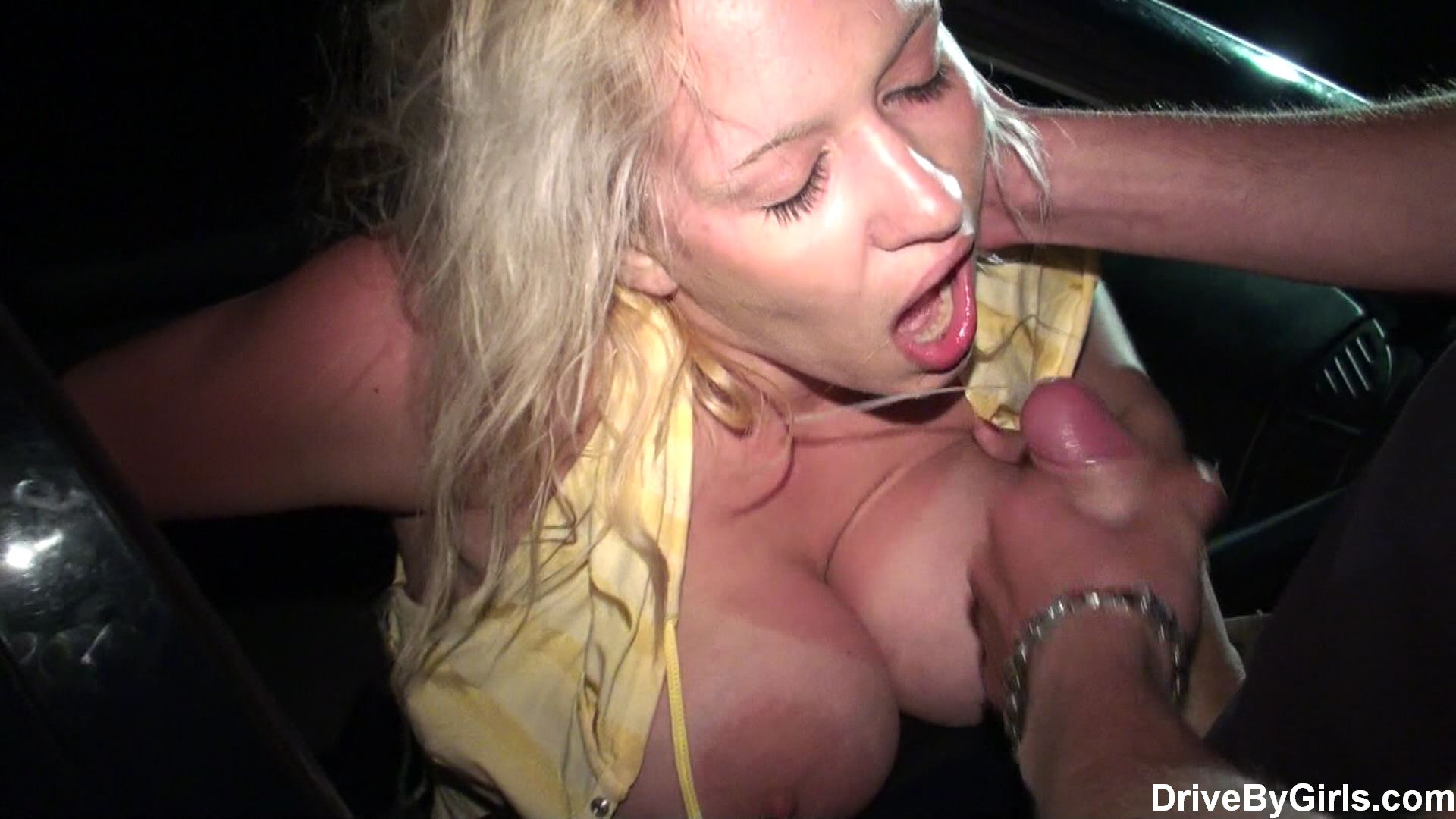 Dogging milf does as she's told